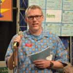 Volunteer auctioneer Derek Jackson from Trader Joe's