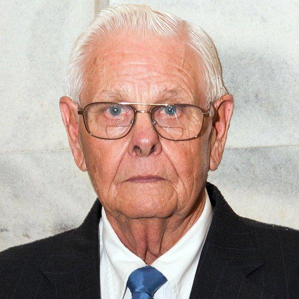 Behringer Crawford Vet