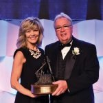 Dan Groneck of U.S. Bank, accepted the 2016 Walter R. Dunlevy Frontiersman Award from Carri Chandler at the 2016 dinner.