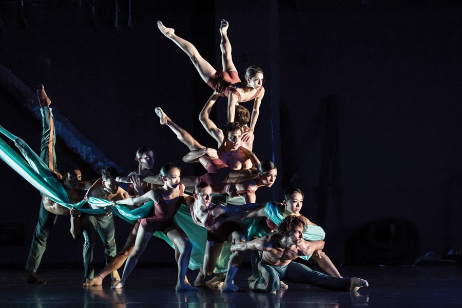 "Cincinnati Ballet dancers perform Archibald's ""Never.Nest"" in 2017"